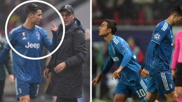 Роналду не пожал руку Сарри. Тренер впервые заменил португальца в официальном матче