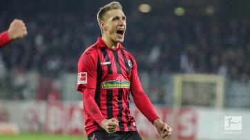 «Фрайбург» обыграл «Айнтрахт» в матче с тремя удалениями