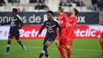 «Бордо» разбил «Ним» в матче, прерывавшемся на 20 минут из-за протестов болельщиков