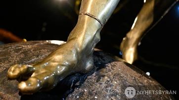 В Швеции фанаты пытались спилить статую Ибрагимовича