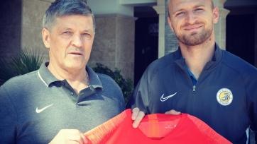 «Кызыл-Жар СК» подписал защитника и нападающего
