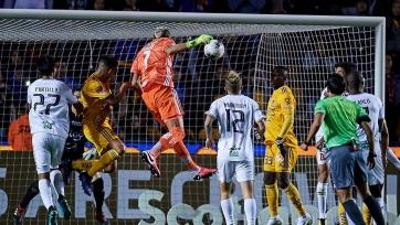 Вратарь на четвертой добавленной минуте забил мяч и вывел «Тигрес» в четвертьфинал Лиги чемпионов КОНКАКАФ. Видео