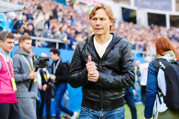 Карпин выполнил челлендж «Красавы», надев на матч «Ростова» рубашку, которую он носил в юности