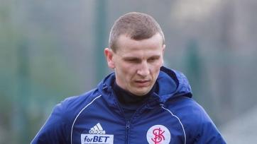 В Польше игрок сломал коленом себе нос, пытаясь пробить через себя