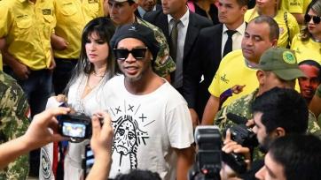 Роналдиньо арестован в Парагвае
