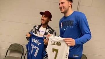 Видео дня. Азар обменялся футболками с баскетболистом Дончичем