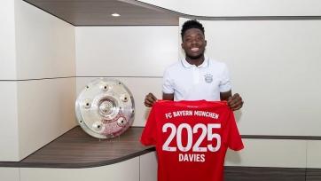 «Бавария» продлила контракт с Дэвисом