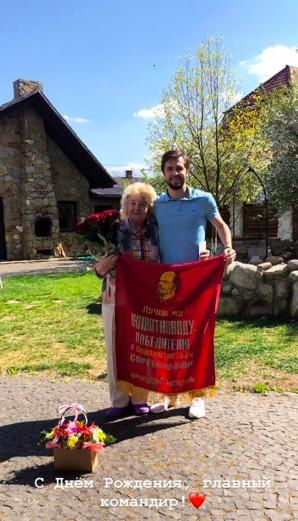 Футболист «Карпат» принес извинения за скандальное фото с изображением Ленина, но клуб все равно его наказал