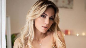 Сексуальная итальянская ведущая готова к лету. Фото
