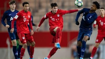 «Тоттенхэм» хочет приобрести 18-летнего хавбека «Баварии»