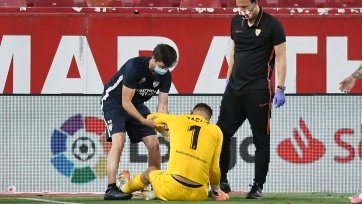 «Севилья» рискует потерять основного голкипера до конца сезона