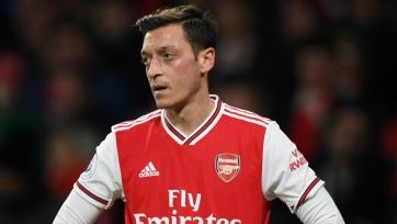 Озил не покинет «Арсенал» до истечения срока контракта