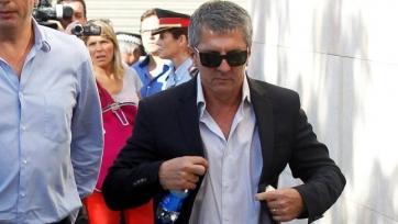 Отец Месси вылетел в Испанию для переговоров с «Барселоной». Фото