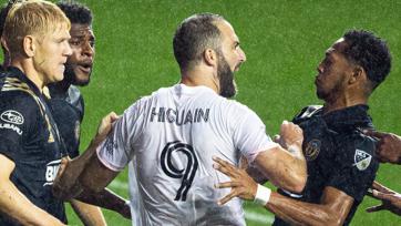 Игуаин дебютировал за «Интер Майами» нереализованным пенальти в проигранном 0:3 матче