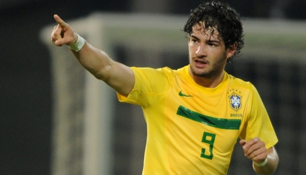 Герои вчерашнего дня. 8 экс-игроков сборной Бразилии, которые ныне сидят без клуба