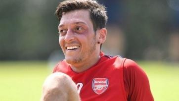 «Арсенал» выведет Озила и Папастатопулоса из заявки на чемпионат Англии
