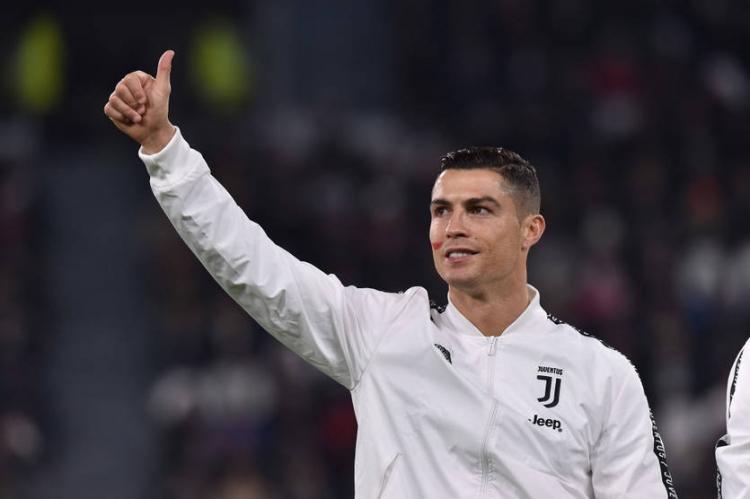 10 самых ярких футболистов в истории