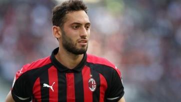 Стали известны условия нового контракта Чалханоглу с «Миланом»