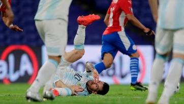 Месси в игре с Парагваем сошло с рук то, за что в Москве наказали Суареса. Фото-факт