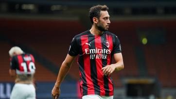 «Милан» не будет принимать предложений по Чалханоглу в январе