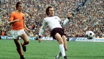 Мальдини, Беккенбауэр и Кафу – лучшие защитники в истории футбола