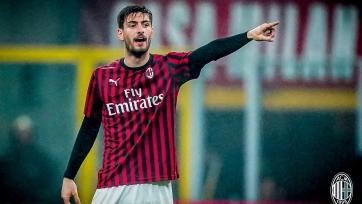 Защитник «Милана» выбыл из строя на месяц