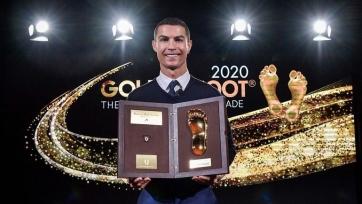 Роналду вручили приз Golden Foot-2020