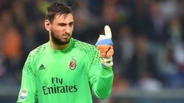 Доннарумма с подачи агента Райолы не может договориться с «Миланом» о контракте