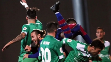 У двух игроков «Корнельи» после матча с «Барселоной» найден коронавирус