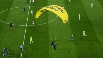 На парашюте на матч Евро-2020 Франция – Германия. Видео