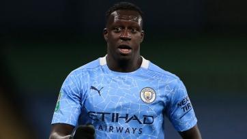 Менди обвиняется в нескольких случаях изнасилования. «Манчестер Сити» отстранил его от работы с командой