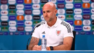 Наставник сборной Уэльса раскритиковал проведение матча с Беларусью в Казани