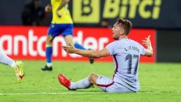 «Барселона» не обыграла «Кадис», с поля был удален Френки де Йонг, за пределами – Куман