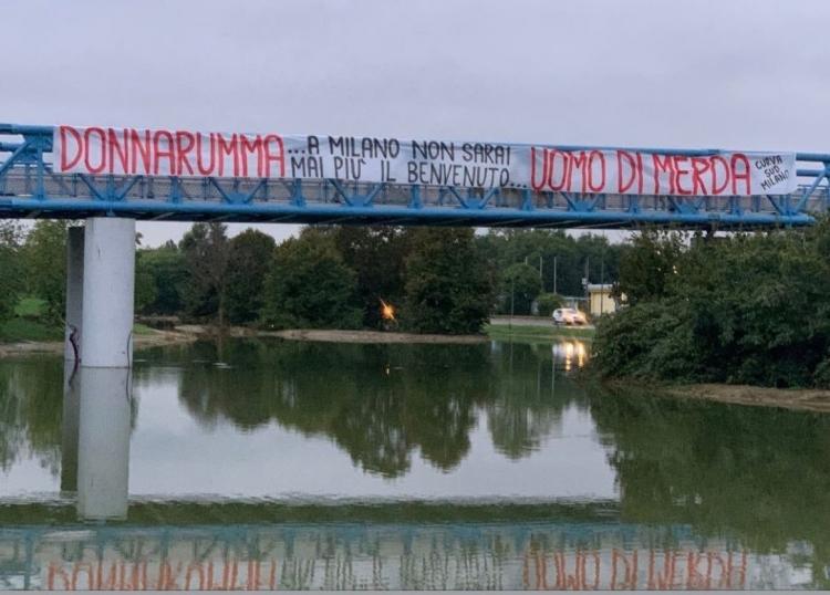 В Милане болельщики разместили баннер против Доннаруммы. Фото